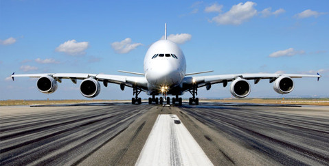 Aerospace lawyers - Plane landing on runway at high speed